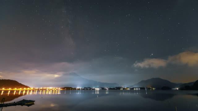 富士山日本山夜のタイムラプス星空天の川 - 山梨県点の映像素材/bロール