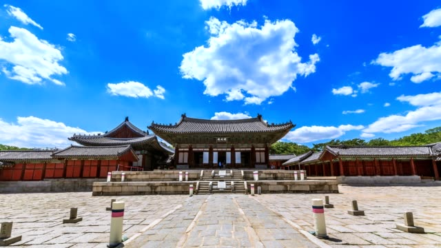 timelapse of myeongjeongjeon, main hall of changgyeonggung palace. the palace was built by king sejong and was one of the five grand palace of joseon dynasty. - palace video stock e b–roll