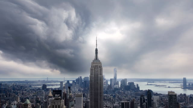 vídeos de stock e filmes b-roll de timelapse of new york - nublado