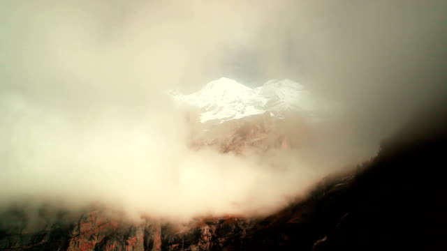 time lapse di oeschinensee mountain - simmetria video stock e b–roll
