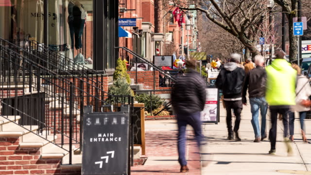 vídeos de stock e filmes b-roll de time-lapse of pedestrian crowded newbury shopping street in boston ma usa - back bay boston