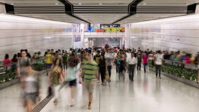 vídeos y material grabado en eventos de stock de timelapse of people using subway in hong kong - finanzas y economía