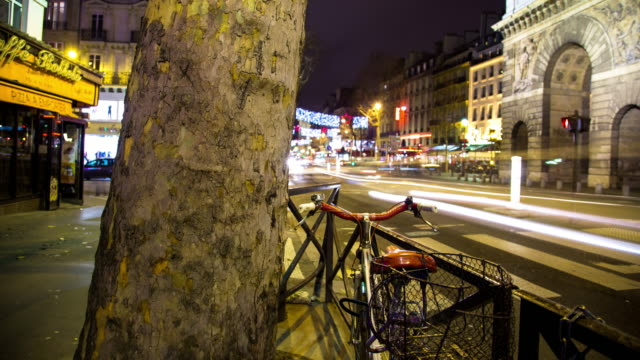 Timelapse of Porte Saint-Martin at night