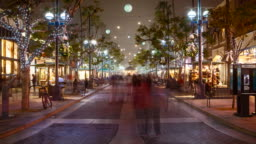 Time-lapse of Santa Monica Third Street Promenade at Holidays, Foggy Night