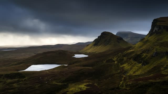 timelapse of scotland : isle of skye - quiraing - 石柱点の映像素材/bロール