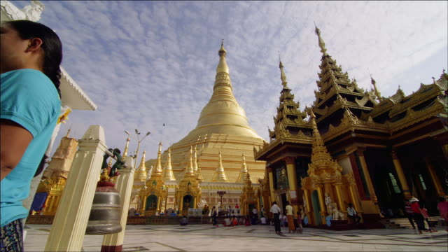 timelapse of shwedagon zedi daw (shwedagon pagoda) in yangon - newly industrialized country stock videos and b-roll footage