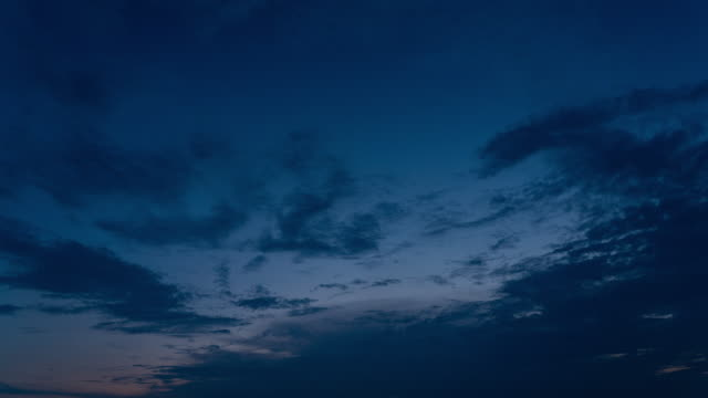 vidéos et rushes de timelapse of sky de twilight à night dark - altocumulus