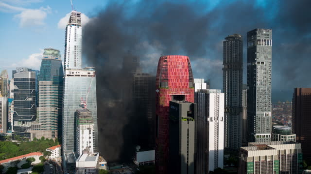 time-lapse di fumo in grande edificio in allarme antincendio - evacuazione video stock e b–roll