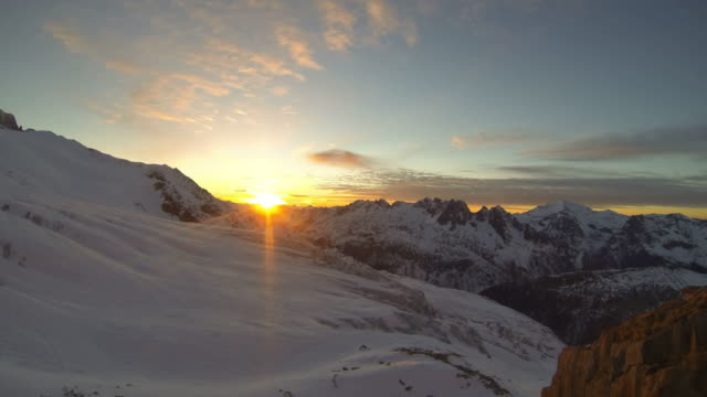 vídeos de stock, filmes e b-roll de timelapse of snow covered mountains. - time-lapse - goodsportvideo