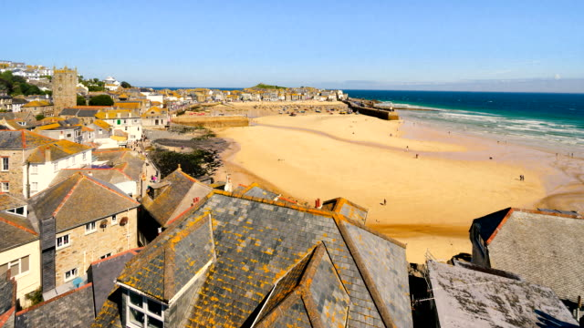 vídeos de stock, filmes e b-roll de time-lapse of st ives harbour at low tide, cornwall, uk - vazante