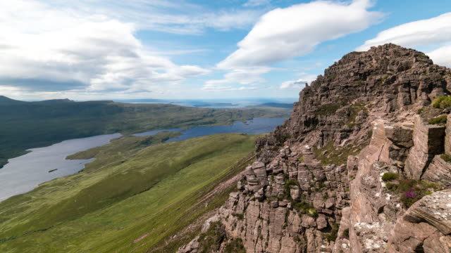 timelapse of stac pollaidh in the scottish highlands - insel skye stock-videos und b-roll-filmmaterial