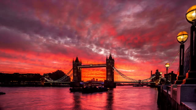 time-lapse of sunrise behind tower bridge, london, uk - tower bridge stock videos & royalty-free footage