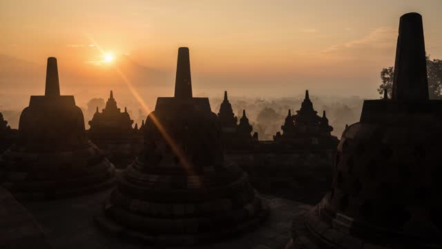 timelapse of sunrise over merapi volcano from buddhist temple of borobudur - indonesia stock videos & royalty-free footage