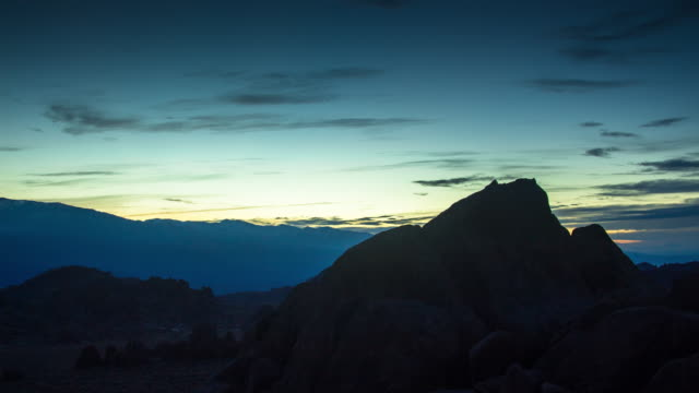 Timelapse of Sunrise over the Sierra-Nevada Mountains from Alabama Hills