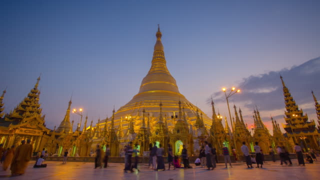 4k timelapse of sunset at the shwedagon pagoda. - myanmar stock videos and b-roll footage