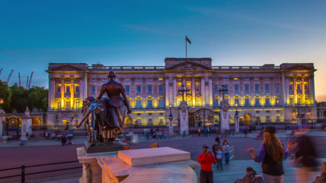 Timelapse of sunset over Buckingham Palace in London.