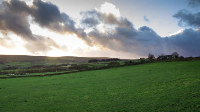 timelapse of sunset over fields in oxenhope, england - scena rurale video stock e b–roll
