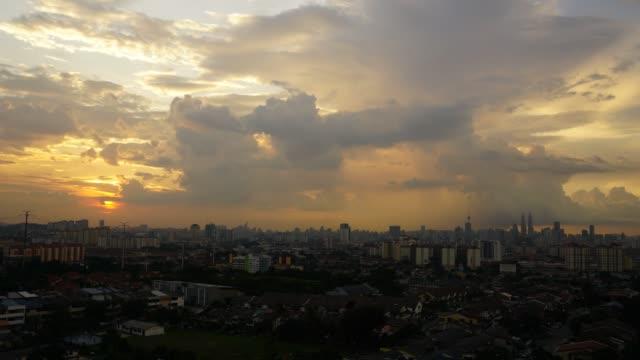 vídeos de stock, filmes e b-roll de timelapse of sunset over kuala lumpur, malaysia. - torre menara kuala lumpur