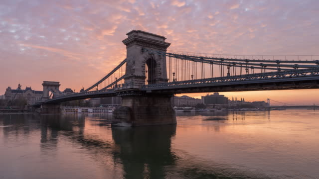 timelapse of széchenyi chain bridge - chain bridge suspension bridge stock videos & royalty-free footage