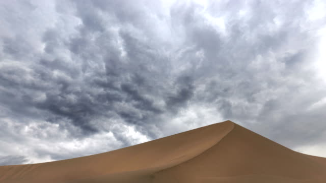 timelapse of the desert - terra brulla video stock e b–roll