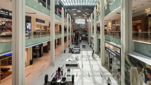 timelapse of the Dubai Mall shopping center