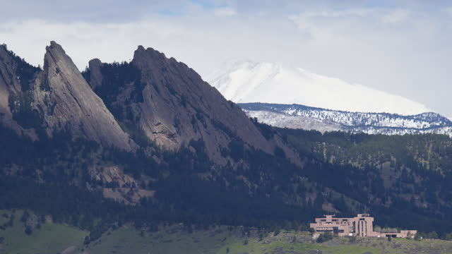 timelapse of the flatirons with long's peak in the backgound in boulder, co - boulder stock videos & royalty-free footage