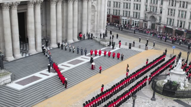 timelapse of the funeral cortege carrying the coffin of former british prime minister margaret thatcher arrives at st paul's cathedral on april 17... - prime minister of the united kingdom stock videos and b-roll footage