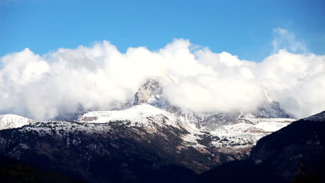 stockvideo's en b-roll-footage met time-lapse of the grand tetons - montana westelijke verenigde staten