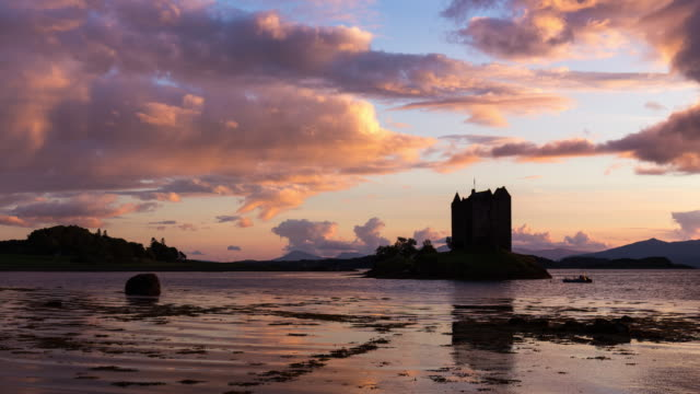 timelapse of the iconic castle stalker during sunset and low tide - scottish culture video stock e b–roll