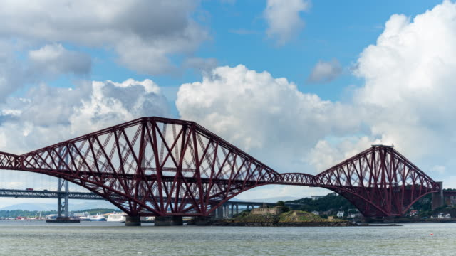 timelapse of the iconic forth bridge in edinburgh - fluss firth of forth stock-videos und b-roll-filmmaterial