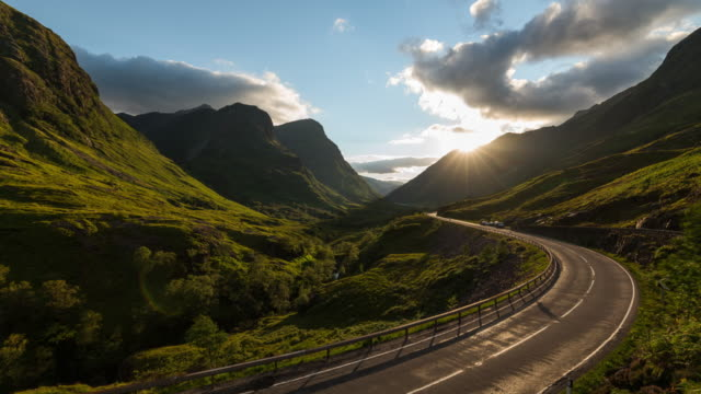 vídeos y material grabado en eventos de stock de timelapse of the iconic glencoe valley in scotland - ruta de montaña