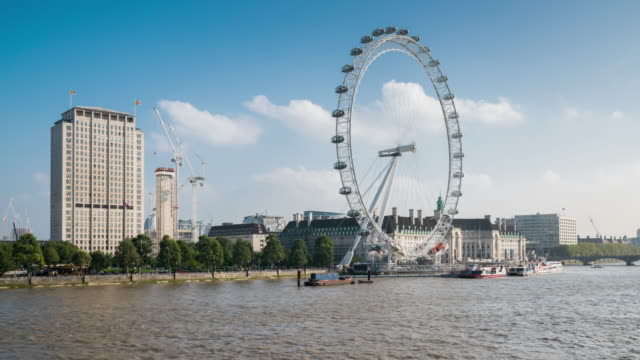 vídeos y material grabado en eventos de stock de london - timelapse of the london eye and busy thames - rueda del milenio