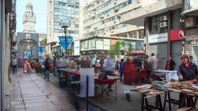 timelapse of the main pedestrian street of ciudad vieja, montevideo downtown, uruguay - montevideo stock-videos und b-roll-filmmaterial