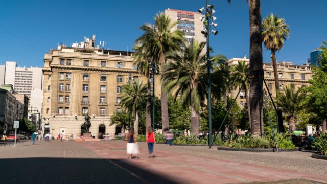 vídeos de stock e filmes b-roll de timelapse of the main square of santiago de chile - chile