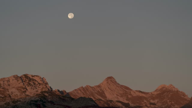 timelapse of the moon setting behind mountains in durmitor national park - durmitor national park stock videos & royalty-free footage