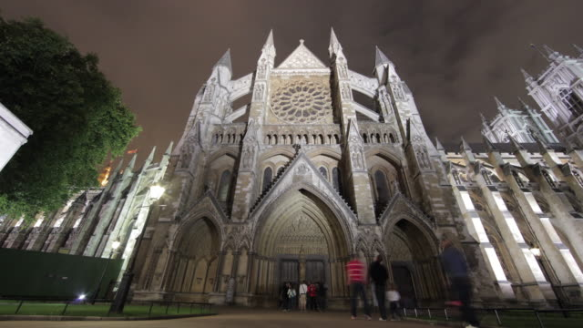 time-lapse of the north entrance of westminster abbey in london. - westminster abbey stock-videos und b-roll-filmmaterial