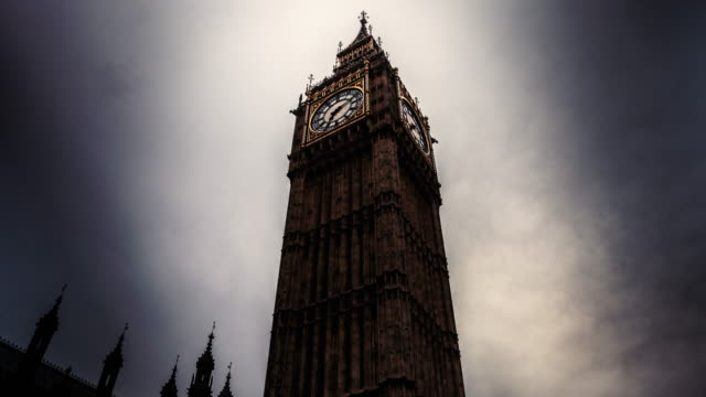 stockvideo's en b-roll-footage met timelapse of the queen elizabeth tower in london on a cloudy day - international landmark