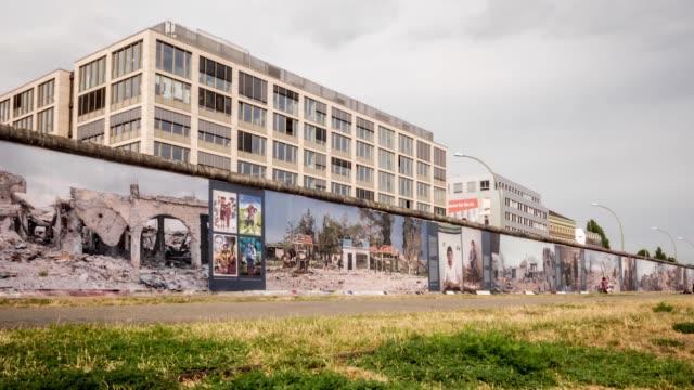 stockvideo's en b-roll-footage met timelapse van de overblijfselen van de berlijnse muur - berlijnse muur