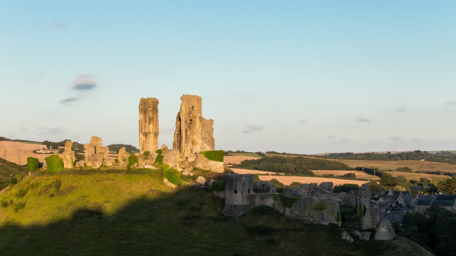 CORFE CASTLE - TL: TimeLapse of the Super Full Moon behind Corfe Castle
