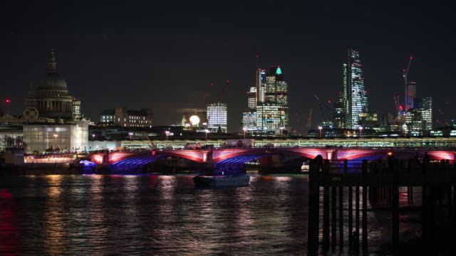 LONDON: TimeLapse of the Supermoon rising over London