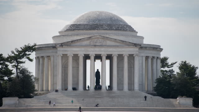 vidéos et rushes de timelapse of the thomas jefferson memorial in washington dc usa on tuesday february 27 2018 - jefferson memorial