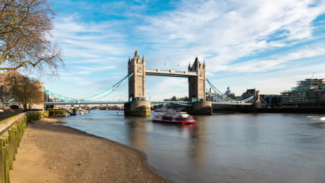 LONDON: TimeLapse of the Tower Bridge from the North bank