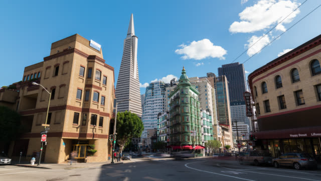 vídeos de stock e filmes b-roll de san francisco: timelapse of the transamerica pyramid - são francisco califórnia