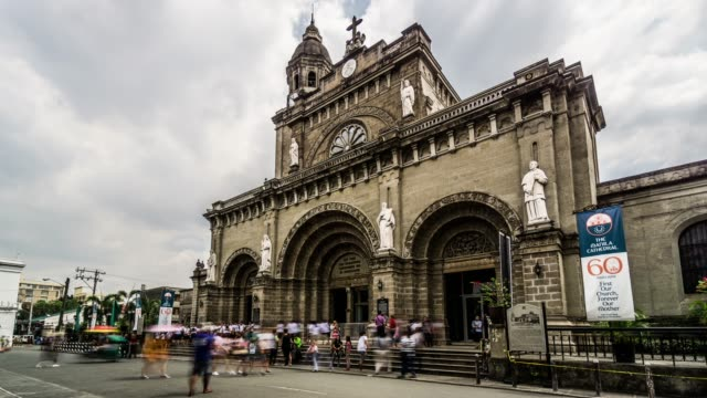 timelapse of the visitors at the manila cathedral,manila, philippines - filippine video stock e b–roll