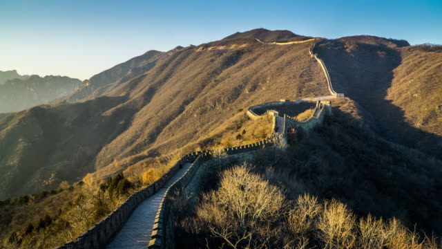timelapse of the visitors roaming at mutianyu great wall. - mutianyu stock videos & royalty-free footage