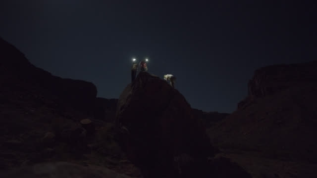 timelapse of three friends with headlamps bouldering in moab at night. - electric torch stock videos & royalty-free footage