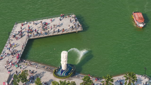 timelapse of tourist boat arriving at merlion followed by daytime view of singapore - merlion fictional character stock videos and b-roll footage