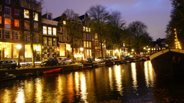 タイムラプスの観光オランダ アムステルダムで有名な場所 - 環状運河地区点の映像素材/bロール