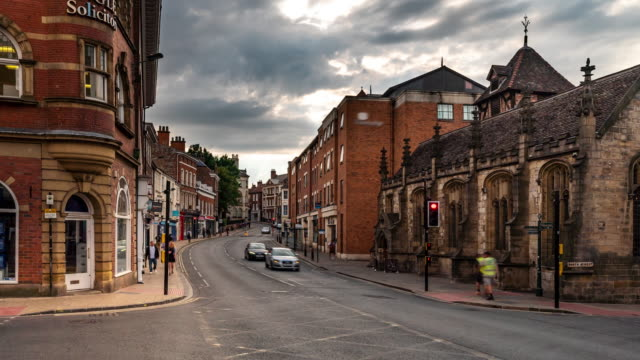 vídeos de stock e filmes b-roll de time-lapse of tourist pedestrian crowded shopping street in york yorkshire england uk sunset. - yorkshire