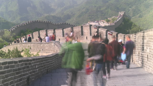 timelapse of tourists climbing the badaling great wall in beijing, china - badaling great wall stock videos & royalty-free footage
